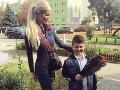 Takto svojho syna odviedla do školy na začiatku septembra.