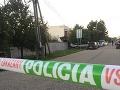 PRÁVE TERAZ Policajti prehľadávajú Váh v Kolárove, zrejme hľadajú vražednú zbraň