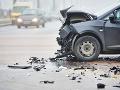 Uzavretá cesta pri Malackách: Nehoda dvoch áut, jeden ťažko zranený