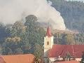 Mimoriadna situácia v Hnúšti: FOTO Horí smetisko, zasahujú desiatky hasičov