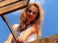 Z okuliarnatej školáčky veľmi šťavnatá 20-ka: Takto dozrievala slovenská herečka