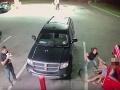 VIDEO zo surovej bitky na benzínke: Julia (18) zmlátila matku s dcérou, padali tvrdé päste!