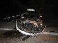 Počas nehody sa nikomu nič nestalo. Poškodené bolo iba auto a plot.