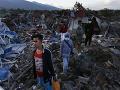 Ďalšia tvrdá rana pre Indonéziu: FOTO Veľké zemetrasenie, najmenej traja ľudia zahynuli