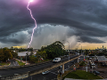 Austráliu devastujú živly: Ničivé tornáda a krúpy ako tenisové loptičky