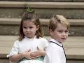 Princ George so sestričkou Charlotte tiež sprevádzali nevestu k oltáru.