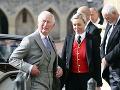 Princ Charles prišiel na slávnostný obrad sám.