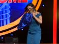 Aj Zuzana Fialová sa odviazala na pódiu a roztrhala vankúš.