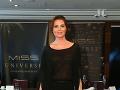 Úsmevný TRAPAS riaditeľky Miss Universe: V spoločnosti v sexi čižmičkách, ale... Čo to má na opätku?!