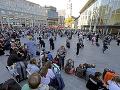 Rukojemnícka dráma v Nemecku ukončená: Páchateľ v rukách polície, jedna osoba sa zranila