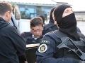 Polícia vykonáva domové prehliadky