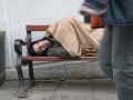 Roky strávil v base, potom sa nevedel zaradiť: Bezdomovec vykradol banku, aby ho opäť zavreli