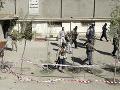 Obyvatelia Afganistanu začali v sobotu hlasovať v parlamentných voľbách, ktoré sa konajú i napriek hrozbám zo strany militantného hnutia Taliban a násiliu počas predvolebnej kampane.