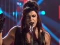 Dárius Koči ako Amy Winehouse