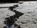 Zemetrasenie neďaleko turistického letoviska v Turecku: Stovka budov je poškodených