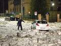 VIDEO Rím zasiahla silná búrka: Uzavreté metro a krúpy veľké ako tenisové loptičky