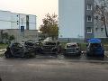 VIDEO Požiar piatich áut vyľakal obyvateľov sídliska: Útok na exekútora, vybavovanie účtov?