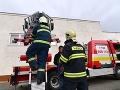 Hasiči zo Senice mali plné ruky práce: Ráno dopravná nehoda, večer požiar garáže