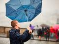 Jesenná mizéria pokračuje: VÝSTRAHA pred silným vetrom, dažďom a povodňami
