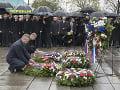 Vľavo premiér SR Peter Pellegrini a druhý zľava premiér ČR Andrej Babiš počas pietneho aktu kladenia vencov na Národnom pamätníku v Prahe na Vítkově.