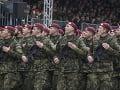 Čestná stráž ozbrojených síl SR počas slávnostnej vojenskej prehliadky
