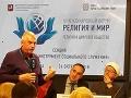 Polícia na bratislavskom letisku zadržala redaktorov konšpiračných médií.