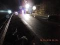 Žena, ktorá sedela na zadnom sedadle, vypadla počas šmyku z vozidla.