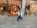 Mesto Benátky pod vodou.