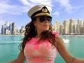 Karin si užíva dovolenku v Dubaji, kde je aj so svojou dcérou a jej priateľom.