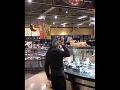 Zákazníka reštaurácie nakrútili pri poriadne nechutnej činnosti: Ľudí hneď prešla chuť na jedlo