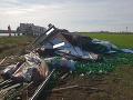 Kuriózna nehoda pri Piešťanoch: FOTO Kamión skončil v poli