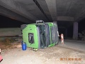 Chyba, ktorá vodiča nákladiaku takmer pripravila o život: FOTO Zabudol sklopiť náves, zachytil most