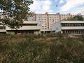 FOTO Obyvatelia Petržalky hromžia: Namiesto škôlky tam má vyrásť... len to nie!