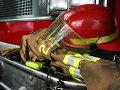 Požiar priamo na námestí: V Michalovciach museli hasiť horiace vozidlo