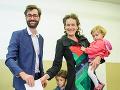 Kandidát na primátora Nitry Marek Hattas spolu s manželkou Monikou a deťmi takisto odovzdali svoj hlas.