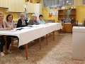 Volebná komisia v okrsku číslo 3 v meste Tisovec