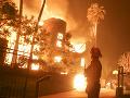 Počet obetí plameňov v Kalifornii stúpa: 81 mŕtvych a 13-tisíc zničených domov