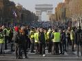 FOTO Masívne protesty vo Francúzsku: Takmer 300 tisíc protestujúcich a stovky zranených