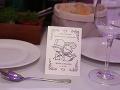 Takáto omaľovánka čakala na svadobčanov na stole.