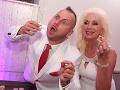 Aj takto pózoval Martin Jakubec s manželkou Božankou pred fotografmi.