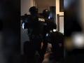 Drsné VIDEO z policajnej
