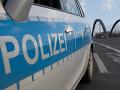 Polícia v Nemecku prenasledovala malého chlapca, ktorý ukradol SUV: Naháňačka skončila nárazom