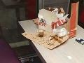 Mladíkovi bolo na zvracanie z výjavu v KFC: FOTO Bordel a na podlahe... dôkaz po sexe!