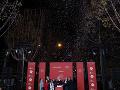 Karl Lagerfeld na vianočnej akcii, korá sa konala na Champs Elysee.