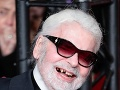 Pohľad do úst Karla Lagerfelda mnohých šokoval.
