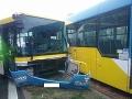 PRÁVE TERAZ Zrážka autobusu a električky v Košiciach: FOTO Hlásia zranených