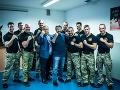 Chuck Norris a Viktor Orbán s príslušníkmi elitnej protiteroristickej jednotky TEK.