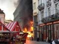 Na vianočných trhoch v Bratislave vypukol požiar: Legendárna kaviareň zhorela do tla, jeden zranený