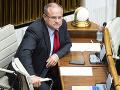 Novela zákona o službách zamestnanosti je podľa Mihála škodlivá, podľa Kiššovej zabrzdí rast miezd