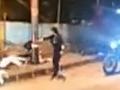 Polícia pátra po brutálnej vrahyni: VIDEO Zostúpila z motorky a zmasakrovala päť ľudí ako bábky